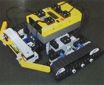 障害物があると、前方のタッチセンサーが反応。障害物を避けるように進行方向を変えるとレゴ。走行アイテムにキャタピラが使われるなど、随所に実用化を予感させるスタイルに注目したい。