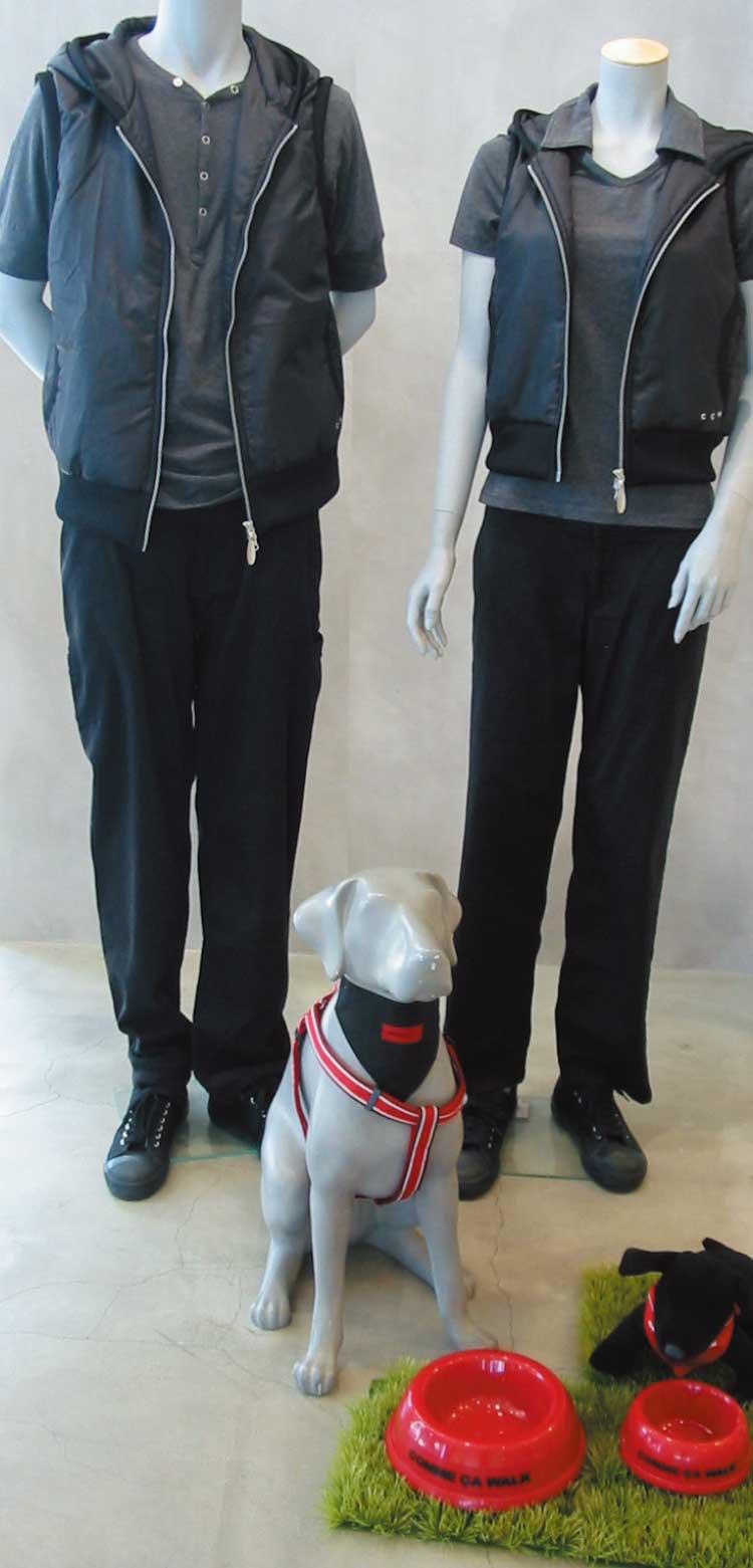 秋向けコムサイズムの犬の散歩用ファッションマネキン