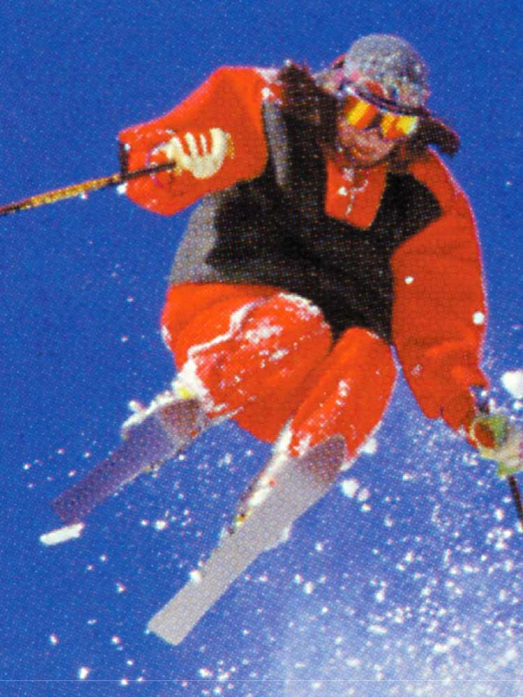 ジャンプしてるスキーヤー