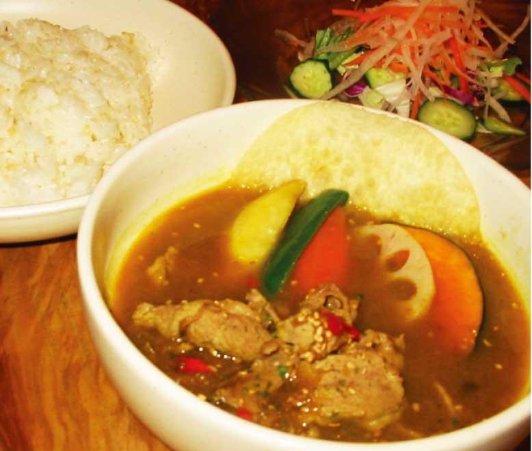 カレー専門店シタールのラム肉のスープカレー