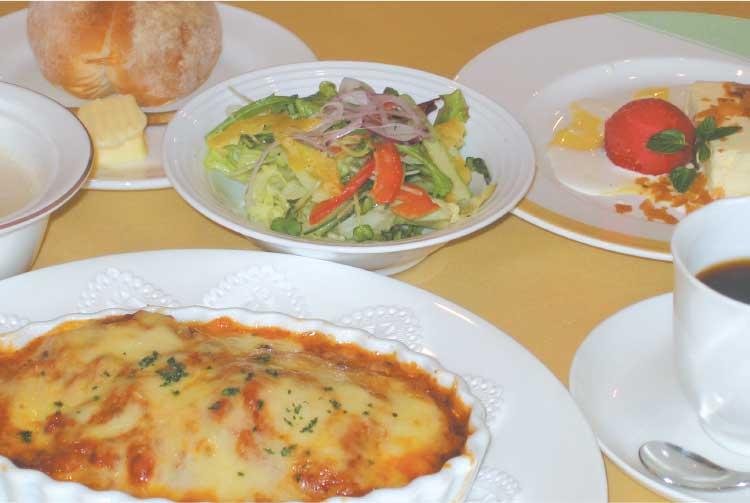 小川亭の牛肉とナスのトマトグラタン