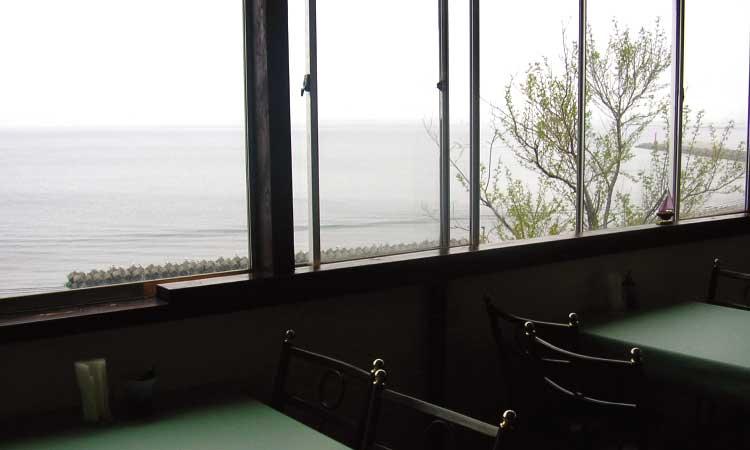 モーリエのマドから見える海