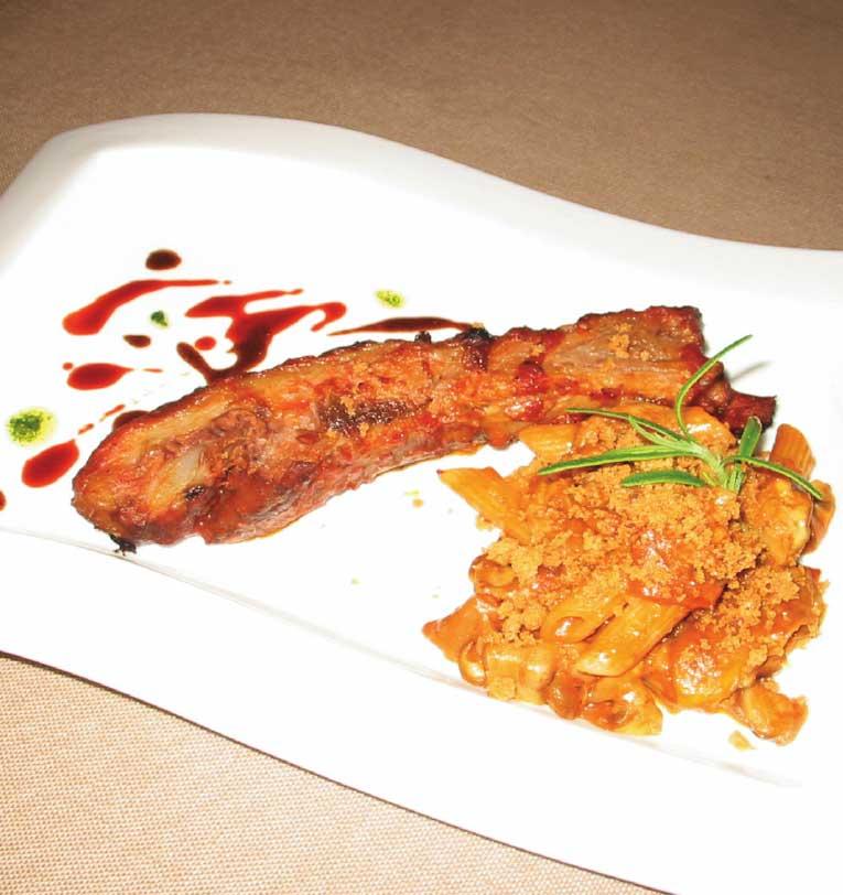 アンティカオステリアデルアルバのポルチーニ茸とロスティッチャーナのペンネ モリーカのクロッカンテ添え