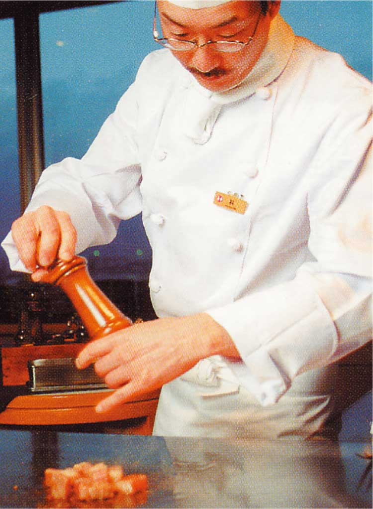 函館国際ホテル内スカイラウンジル・モン・ガギューのシェフによる鉄板料理