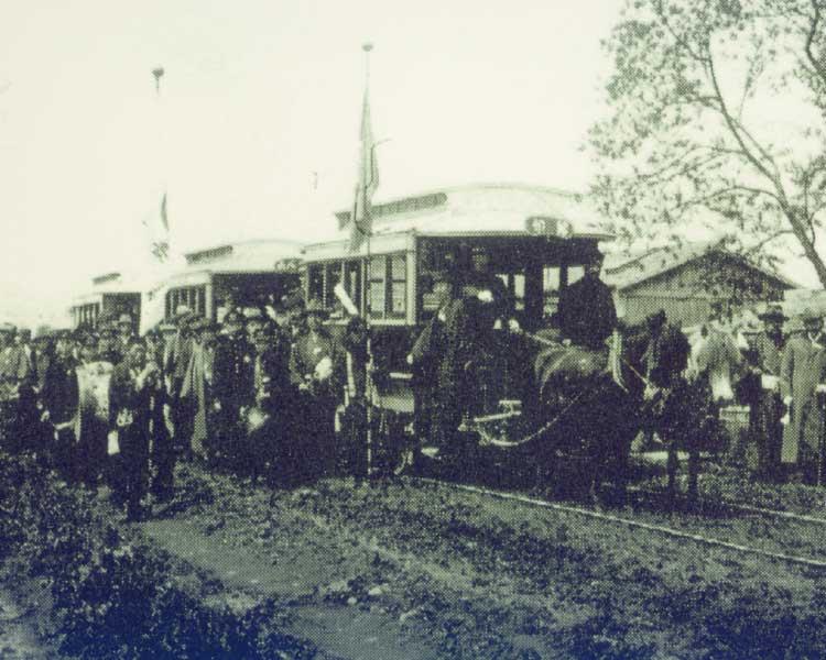 湯川温泉付近を走る馬車鉄道