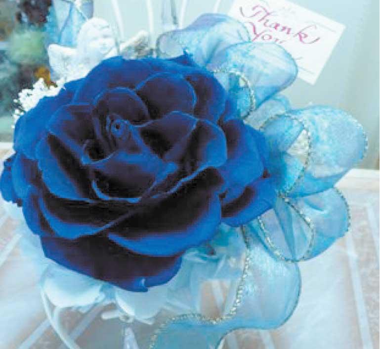 花サロンアトリエミュゼで作った青いバラのプリザーブドフラワー
