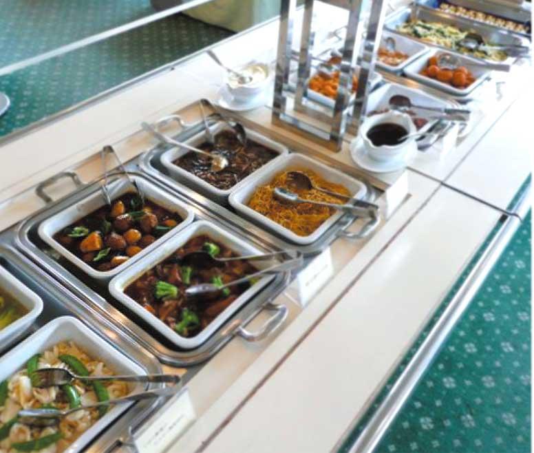 函館国際ホテル内アゼリアのランチバイキング料理