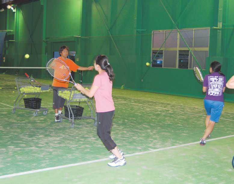 アクティブテニスアカデミーのレッスン風景