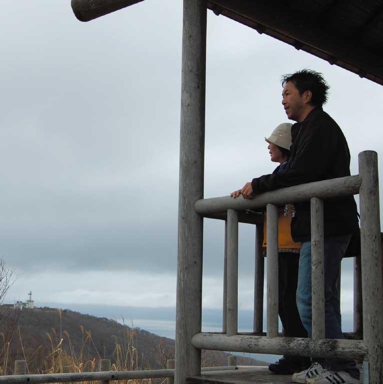 函館山山頂千畳敷側にある展望台にある