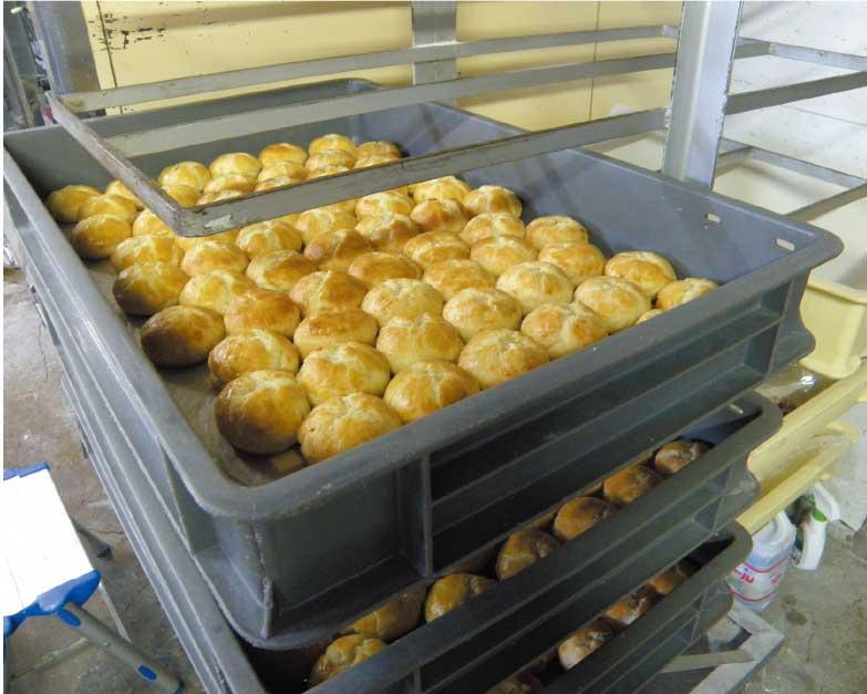 吉田食品工場でできたての臥牛パイ