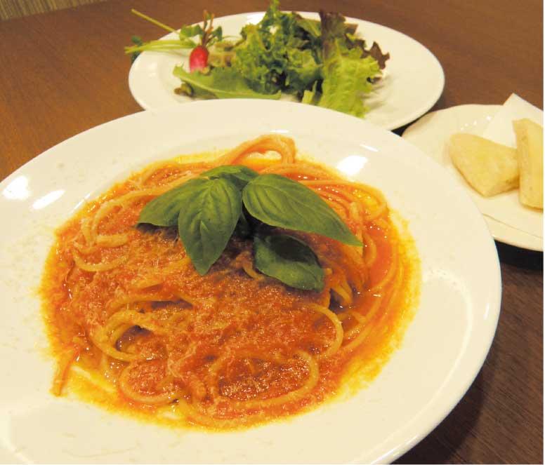 カフェレストaxisのトマトソースのスパゲティ