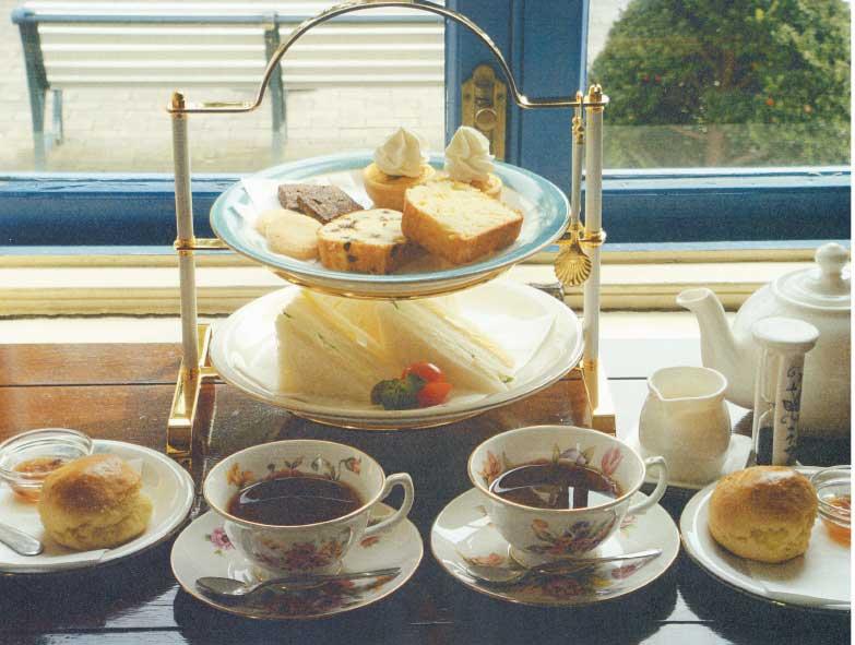函館市旧イギリス領事館内ティールームヴィクトリアンローズのアフタヌーンティーセット