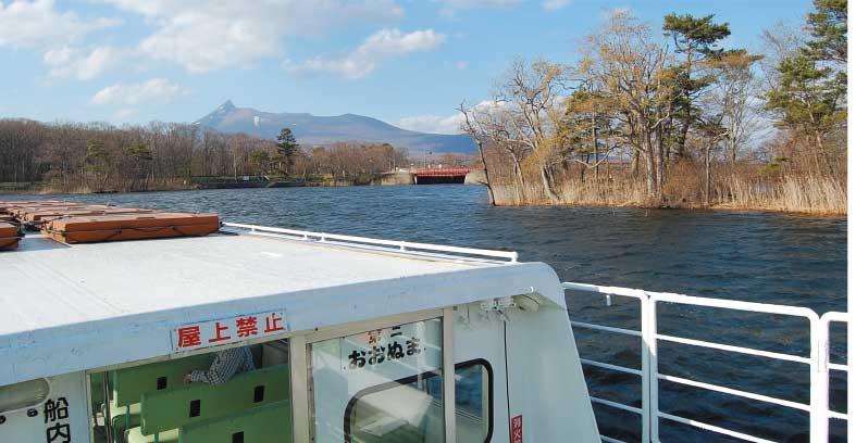 大沼の遊覧船の上から見える駒ヶ岳