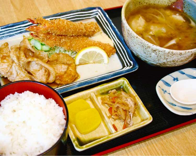 昭和食堂のホッケすり身汁定食