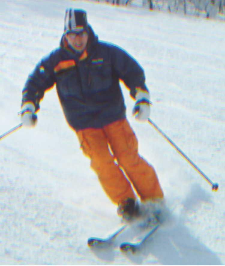 スキーをしている三沢洋大さん