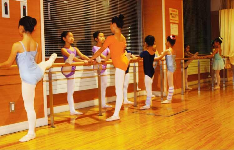 サンリフレ函館でやってる平松恵バレエ教室