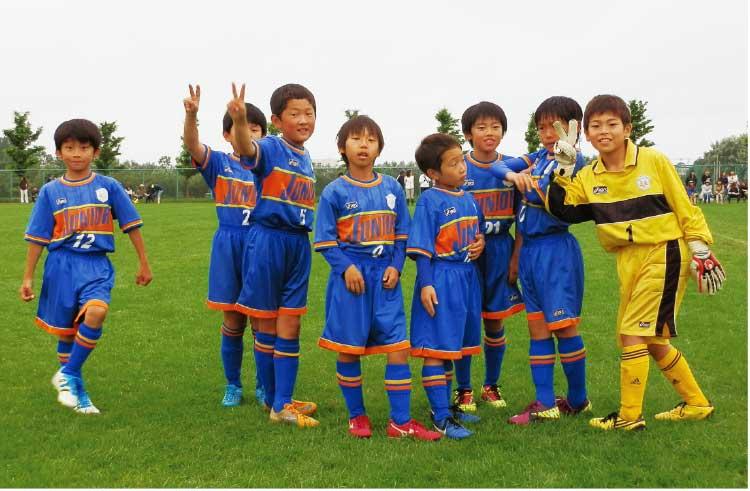 函館ジュニオールFCで練習する子供たち