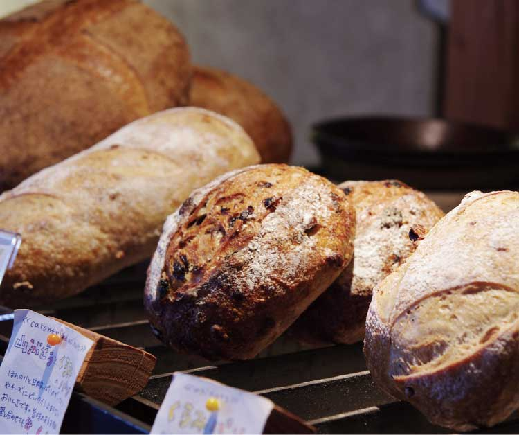 天然酵母パンtomboloの焼き立てパン