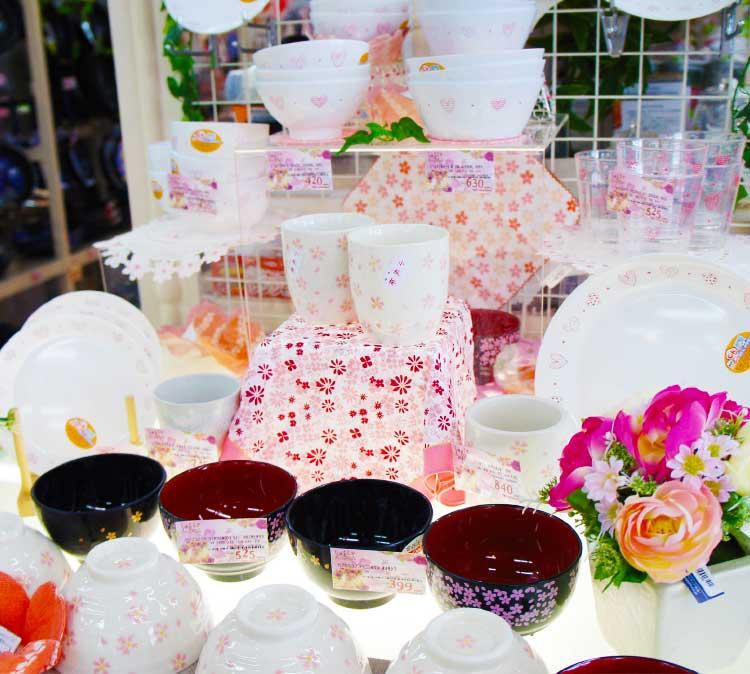 スイートデコレーションの花柄の食器コーナー