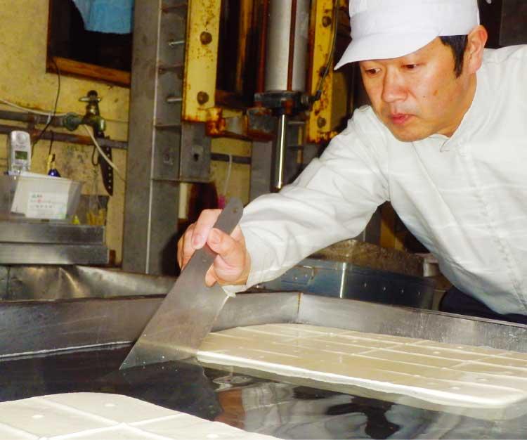 寺本豆腐店のオーナー