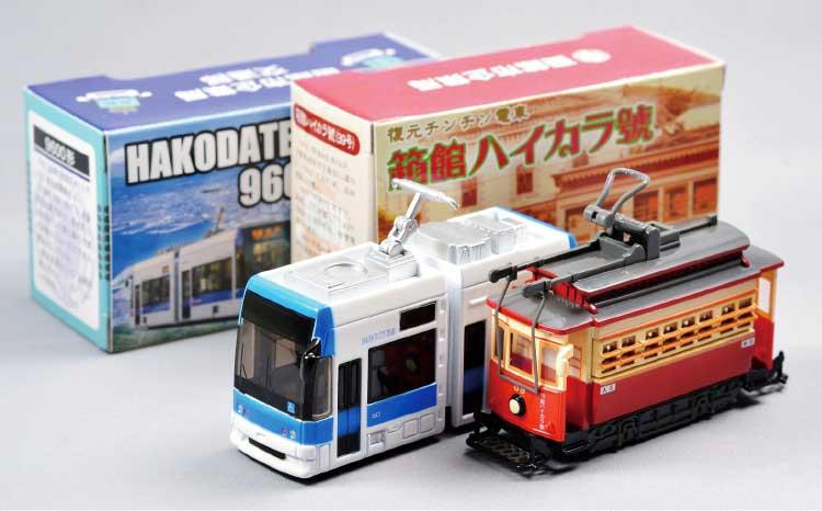 函館の市電ハイカラ號とらっくる号のプルバックカー