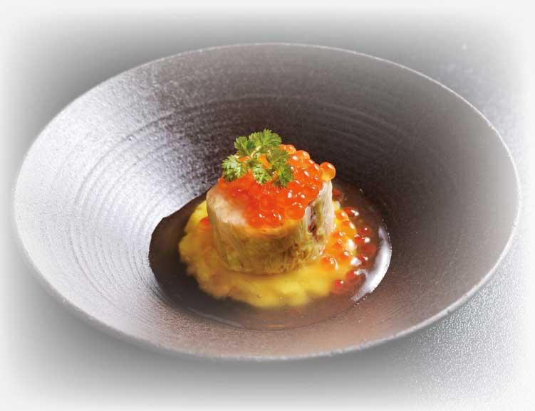 秋鮭と白菜のロール蒸し イクラポテト餡