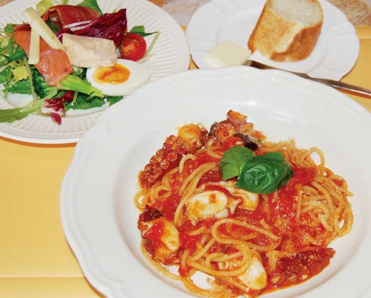 函館の銅鍋のタコのトマトソース