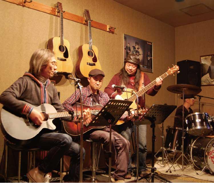 アコースティックギターサークル唄の会のメンバー