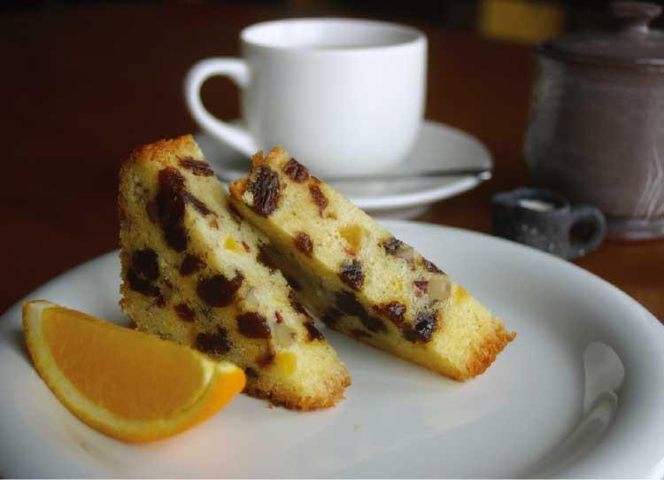 喫茶想苑の自家製パウンドケーキとコーヒー