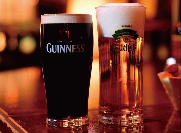 ビアバー山下の「アイルランド樽生 黒」とエーデルピルス