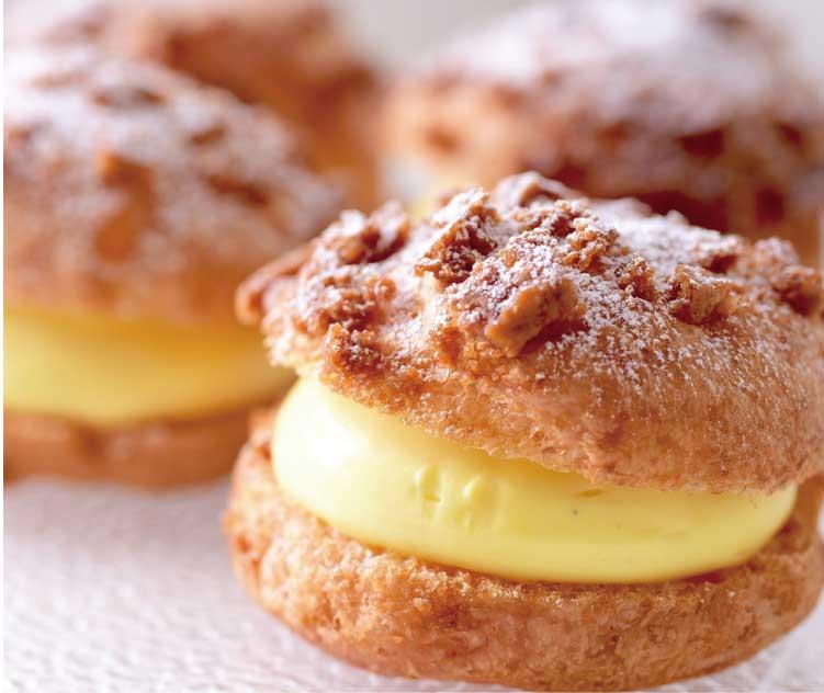 パティスリーバイゲツのクッキーシュークリーム