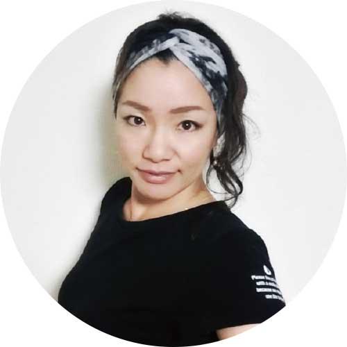 ヨガスタジオChakraのオーナーの山崎恵子さん
