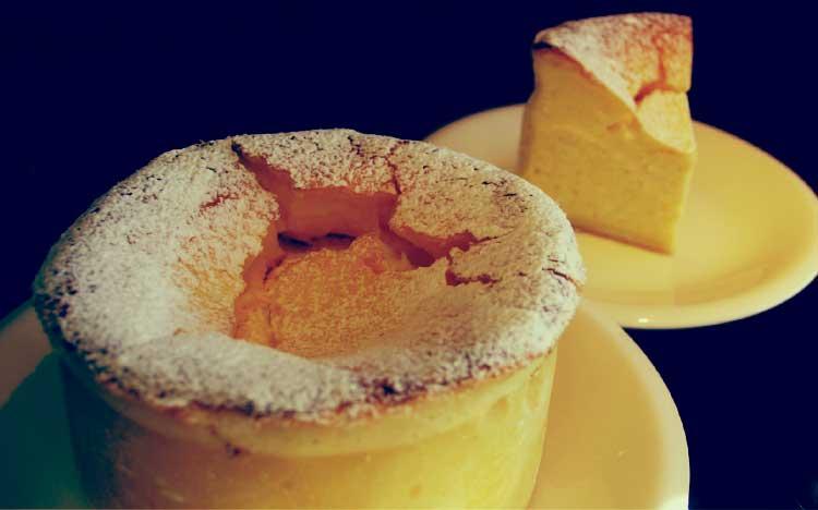 ケーキ・カフェスクエアのベイクドチーズケーキ