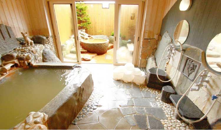 個室貸切温泉花家族の内湯と露天風呂