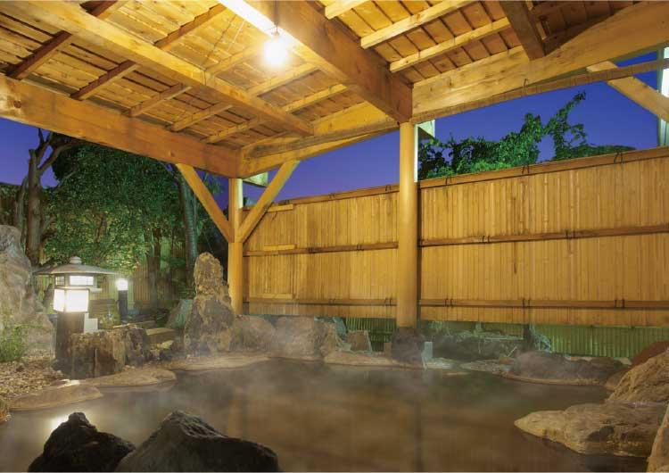 河畔亭の露天風呂