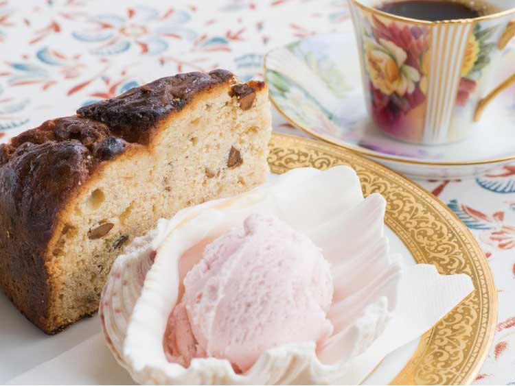 カフェラミネールの本日のケーキセット