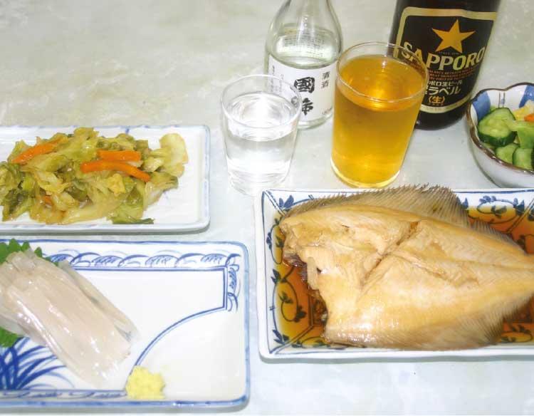 津軽屋食堂のカレイの煮付けとイカ刺し