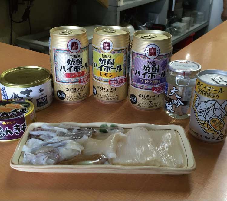 丸善瀧澤商店のイカ刺しと缶チューハイ