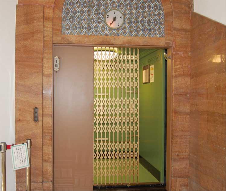 丸井今井百貨店の手動式エレベーター