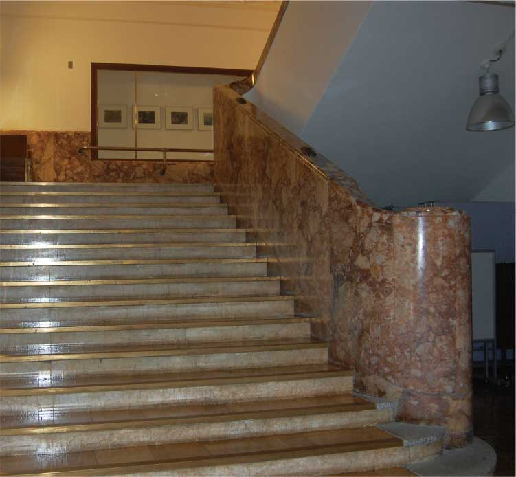 丸井今井百貨店の階段