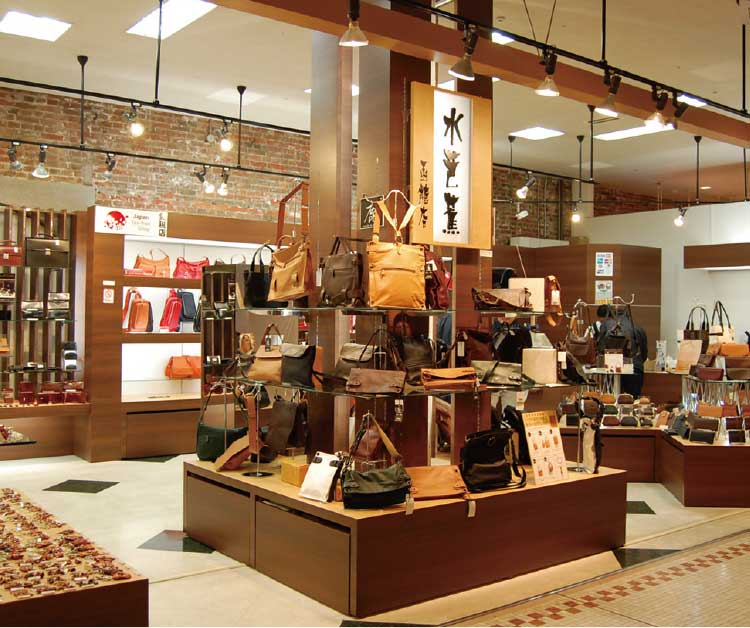 手作り鞄の専門店水芭蕉函館店店内