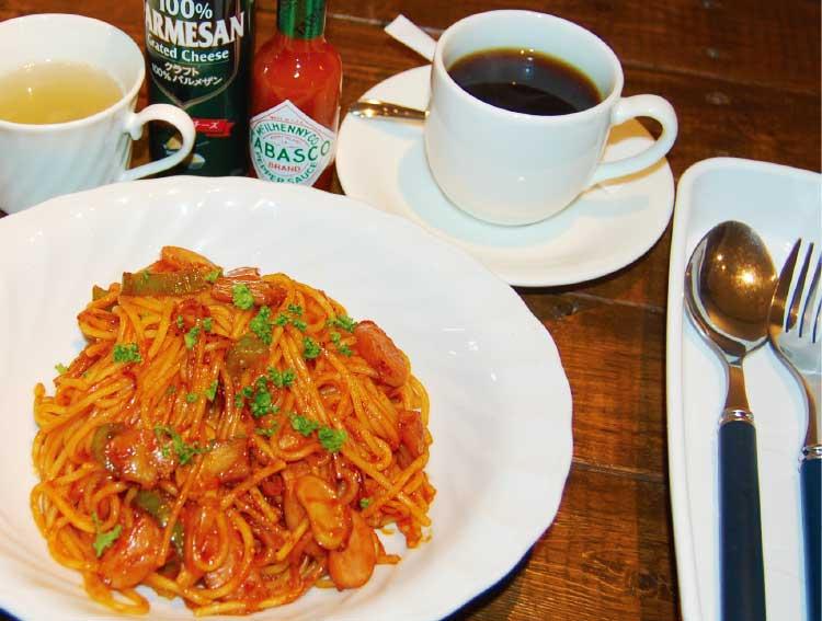 珈琲タートルのスパゲティーナポリタンとコーヒー