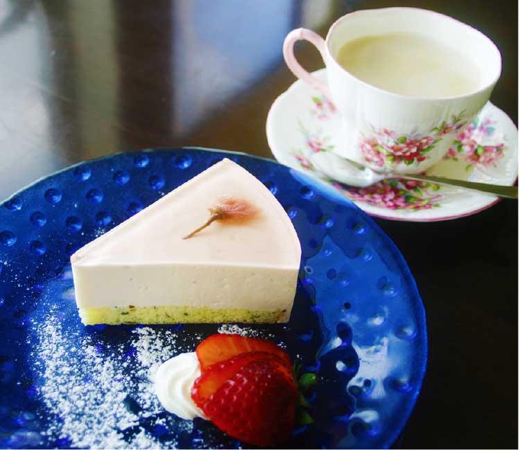 カフェエンの桜のレアチーズケーキとジンジャーミルクティー