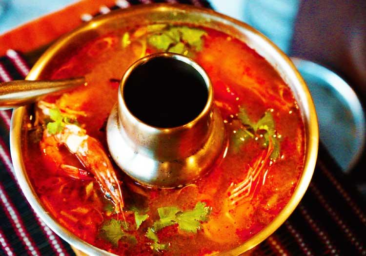 飯barボーコーソーの赤いトムヤムクン