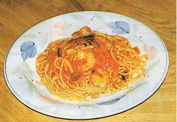 スパゴのエビと辛口トマトソースのスパゲッティ