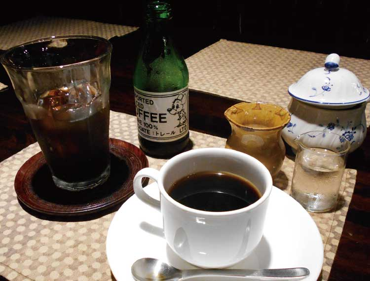 コーヒーショップ・トレールのブレンドコーヒーとアイスコーヒー