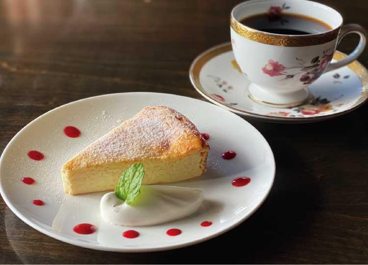 バール・デル・クロエの自家製ケーキセット