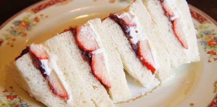 ヤマヨシコーヒーの苺小倉サンド