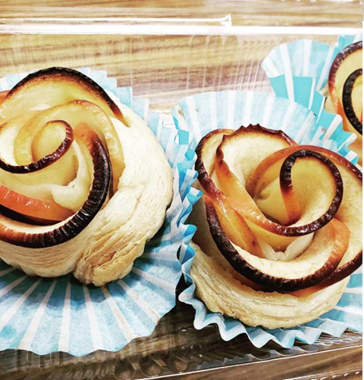 バラの形のアップルパイ