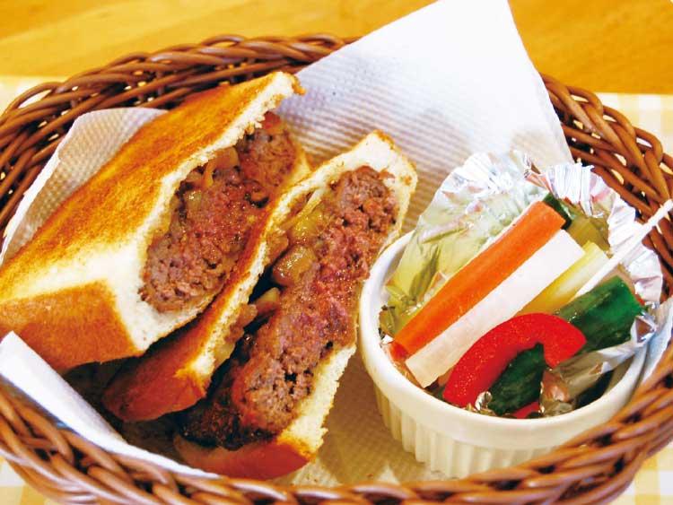 山川ファーム・ほっこり冬カフェのあらびきステーキサンド